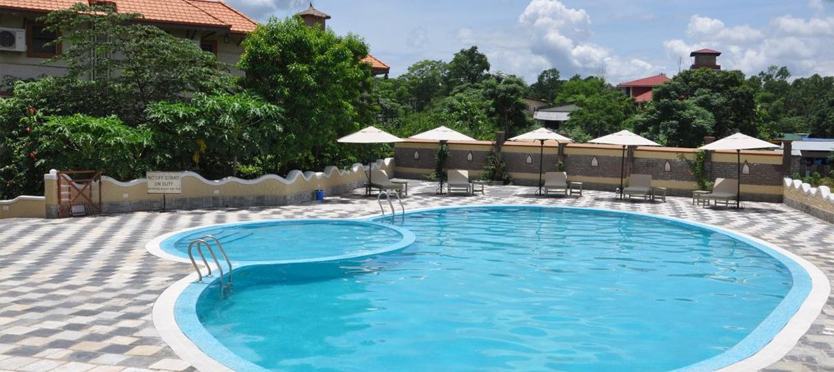 Hotel with Swimming Pool in Chitwan