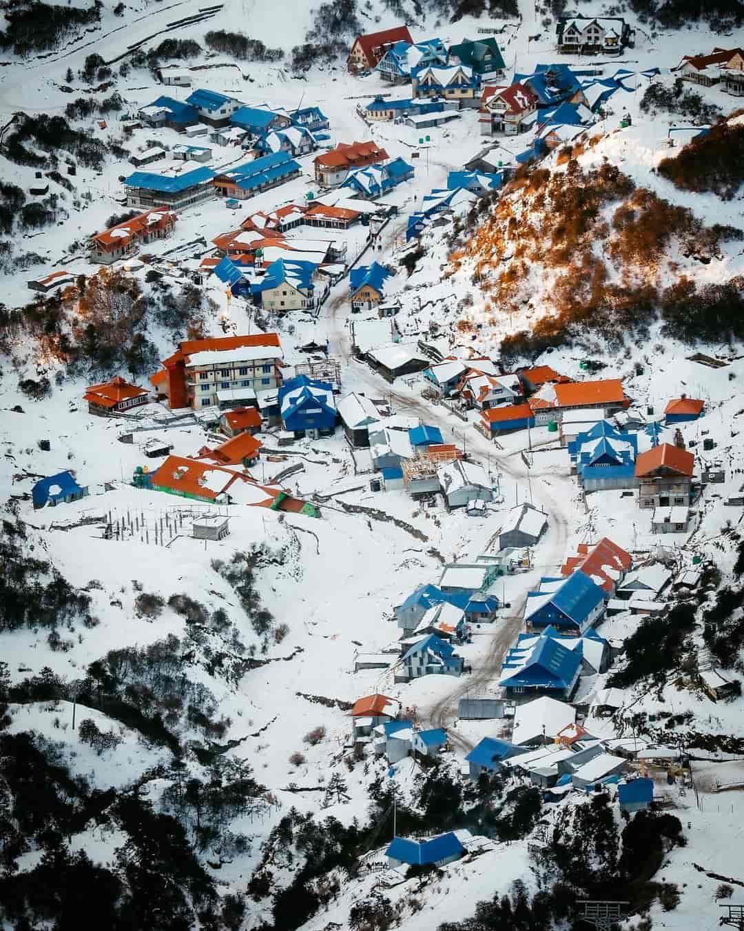 Snowfall in Kuri Kalinchowk